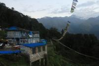 Drapeaux de prières face aux Annapurna